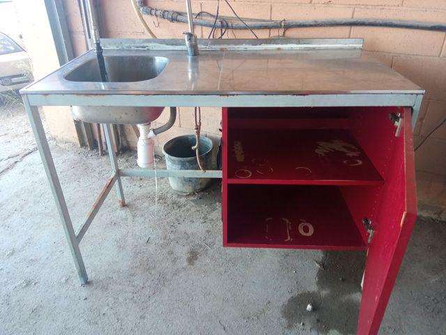Mesa Fregadero con grifo para ollas