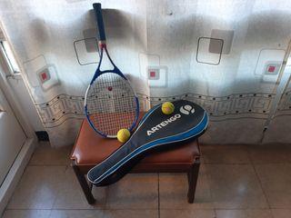 Raqueta de tenis, pelotas y funda.