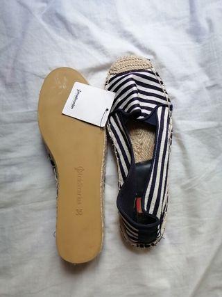 Zapatos de esparto del Stradivarius
