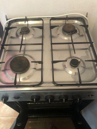 Cocina gas butano y horno eléctrico