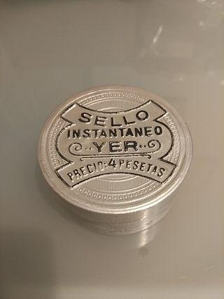 cajita antigua sello YER