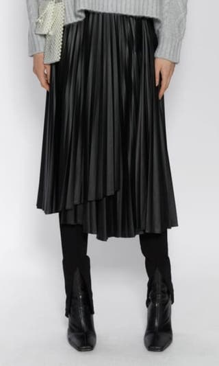Falda plisada efecto piel Zara
