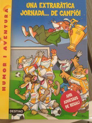 libro Gerónimo Stilton con pegatinas incluidas