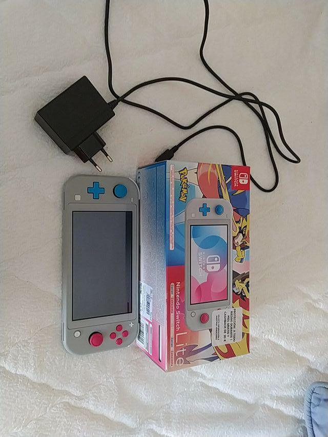 Nintendo Switch Lite Edición Pokémon.