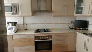 Cocina completa, fogones, horno, pica y grifo