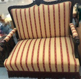 Sofa tallado de madera de roble