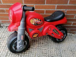 MotoFeber RayoMcQueen. Moto juguete Correpasillos