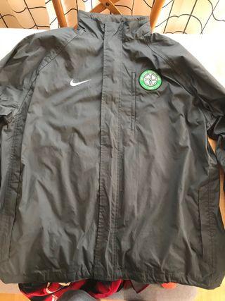 Chaqueta impermeable Celtic Nike talla L