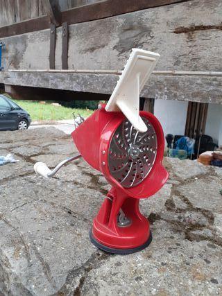 Picadora de manivela con ventosa