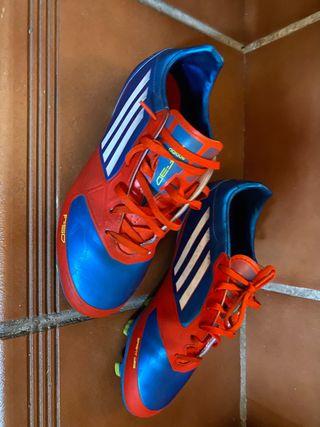 Botas de fútbol con tacos de segunda mano en Granada en WALLAPOP