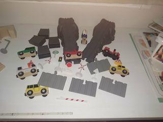 Circuito de madera para coches y trenes