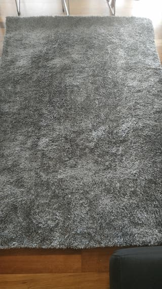Alfombra seminueva gris 100% poliester 200 x 140