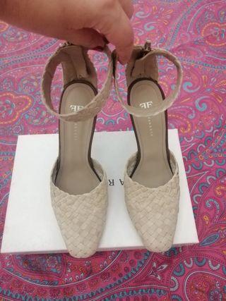 Zapatos trenzados beige firma Farrutx 40