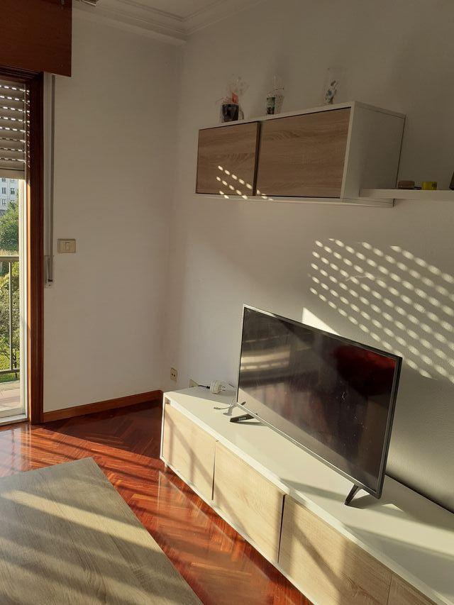 mesa de la tele y estantería