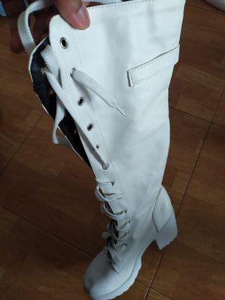 Botas blancas de tacon alto