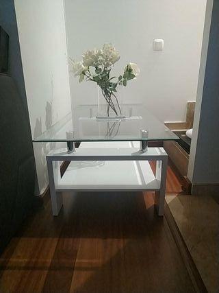 Mesa moderna de centro de cristal.