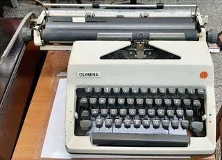 vintage antigua máquina de escribir olympia