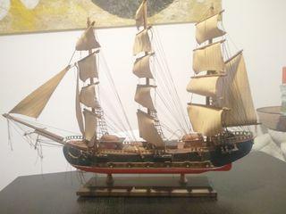 Barco maqueta antiguo