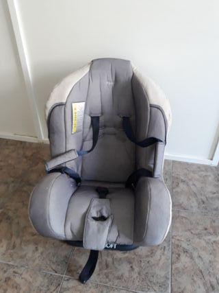 Una silla niño para coche