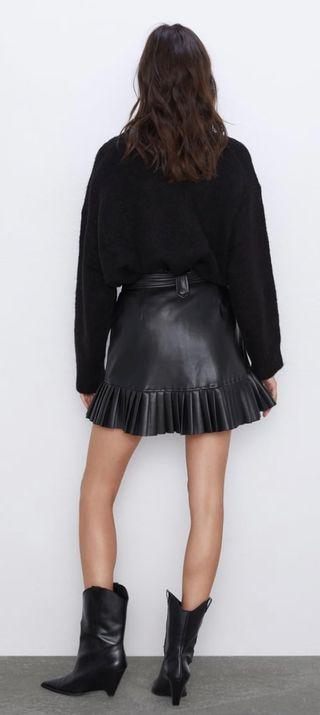 Falda tiro alto efecto piel y cinturón ajustable