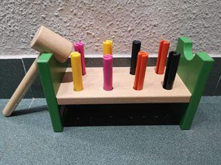 juguete banco de madera con martillo