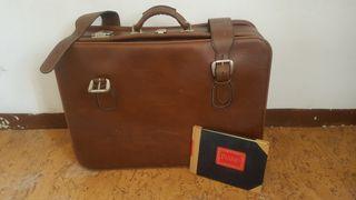 Preciosa maleta y diario vintage, ideal decoración