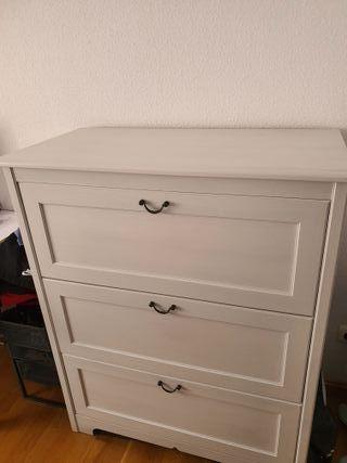 Comoda blanca de Ikea