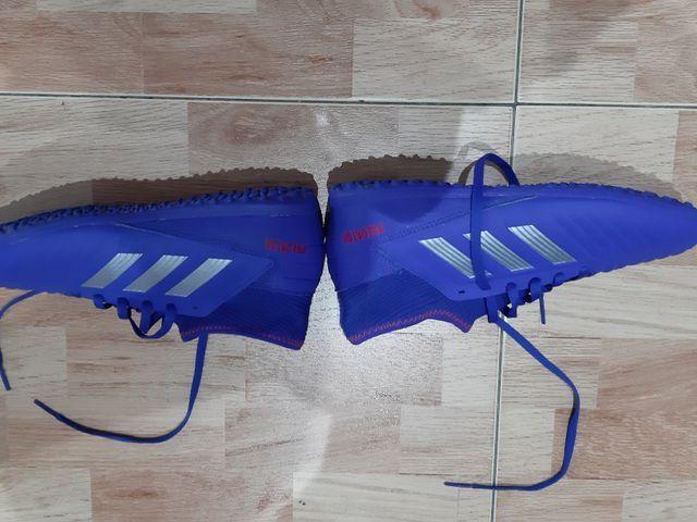 Botas de fútbol Adidas Predator con multitacos