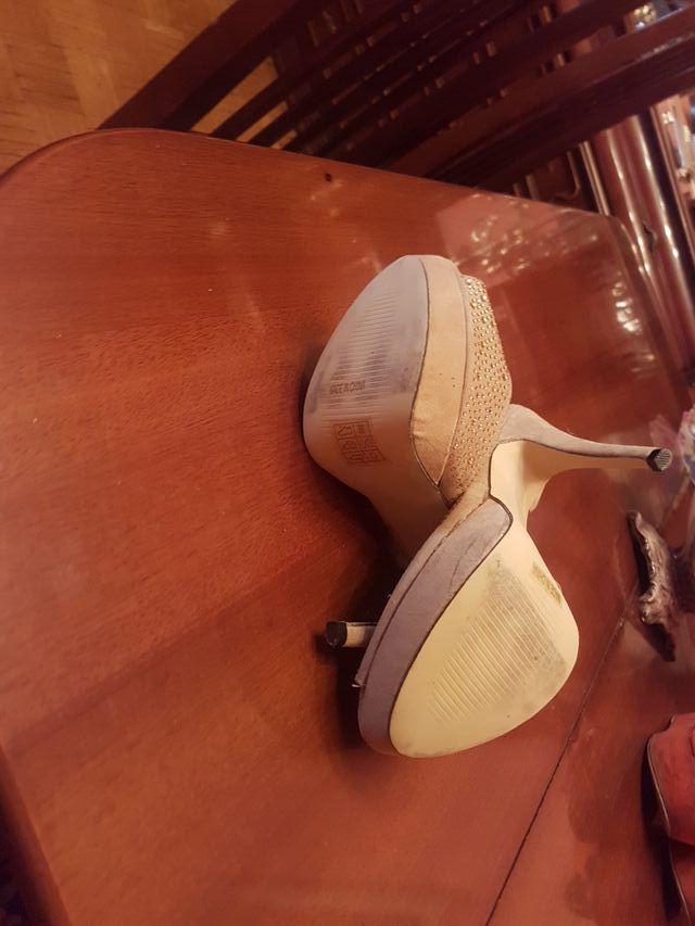 sandalias de tacón y plataforma