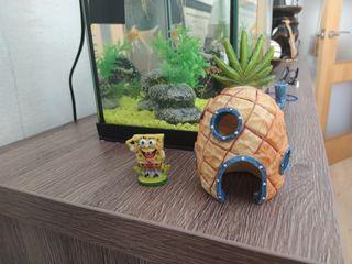 Acuario figura Bob esponja y casa piña