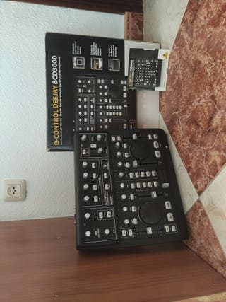 Controlador Deejay Beringher BCD3000