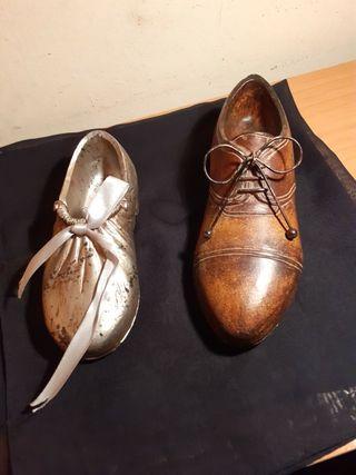 Zapatos pequeños de madera.