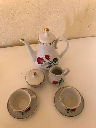 Juego de té de porcelana