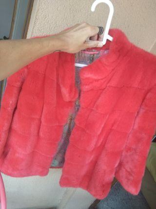 Un abrigo de visón color rosa fucsia