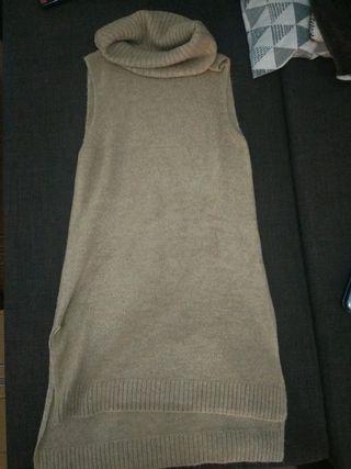 Vestido de punto sin mangas y cuello vuelto