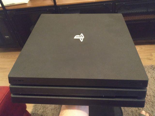 PS4 Pro 1TB+ mando original+maletín y juegos