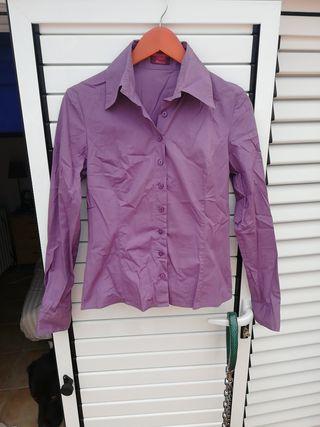 camisa lila de bershka