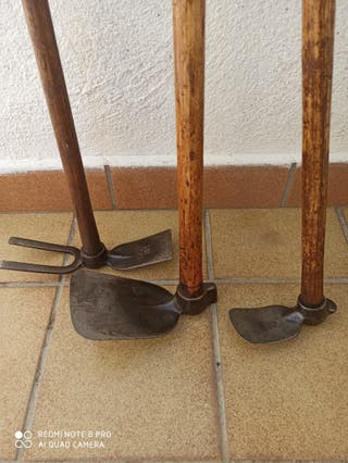 Herramientas antiguas de jardinería marca BELLOTA