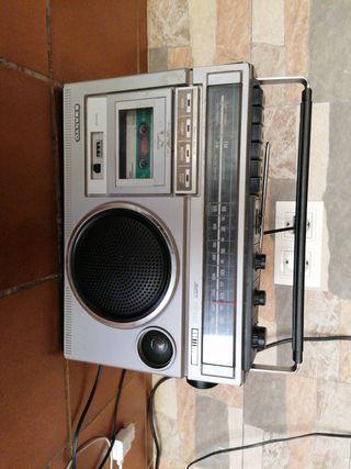 Vendo radio de 40 años bien conservada