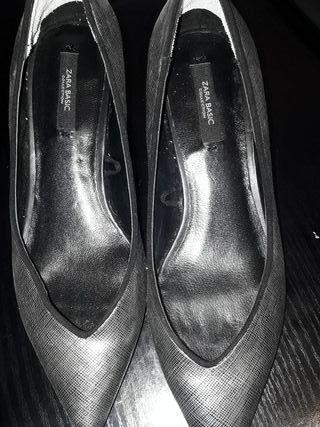 zapato plateado Zara