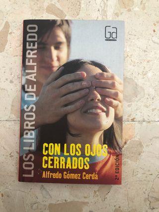 Con los ojos cerrados Alfredo Gómez Cerdá