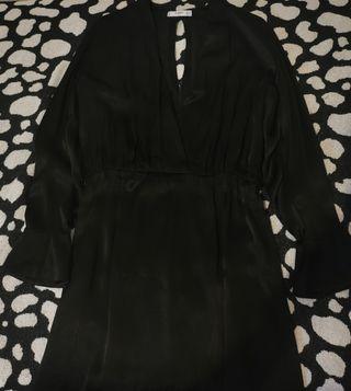 Vestido de fiesta negro satén con escotazo 42