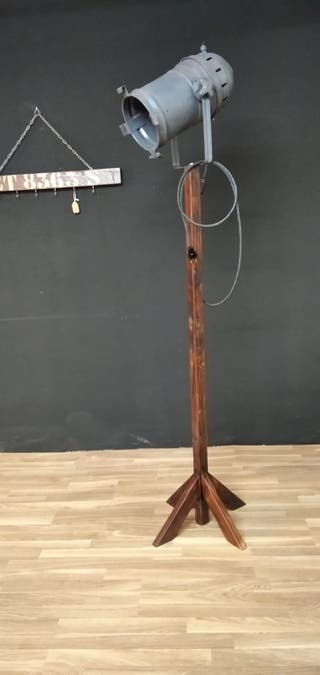 foco lámpara con trípode