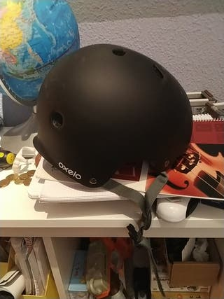 casco de bici, patinete, patines, skate