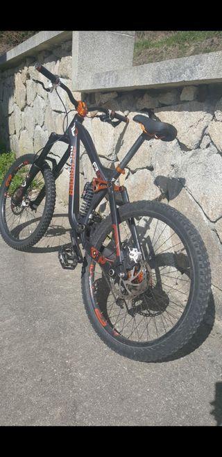 Vendo bici de enduro y descenso