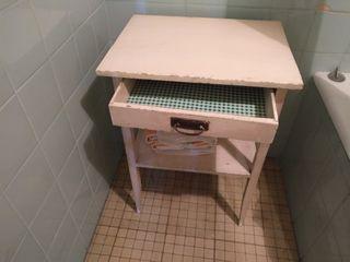 Mueble auxiliar madera pintada beige cajón y balda