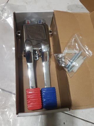 grifo pedal mezclador agua