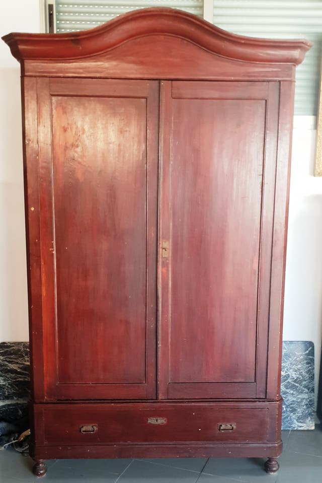 Gran armario de pino rojo