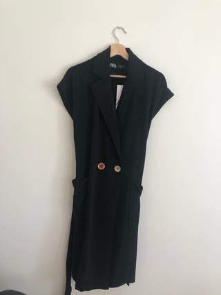 Vestido estilo chaleco de Zara