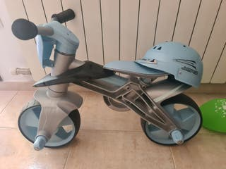 Bicicleta para niño con casco